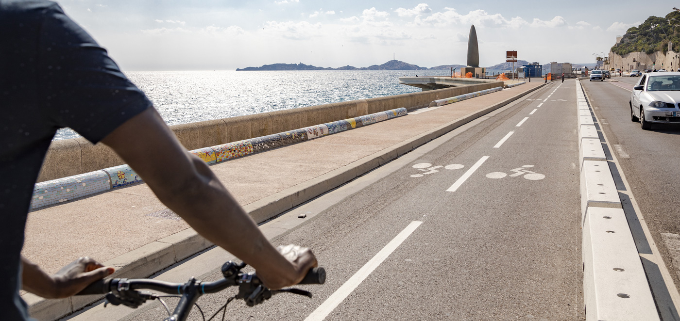 Piste cyclable sur la Corniche Kennedy ©David Girard