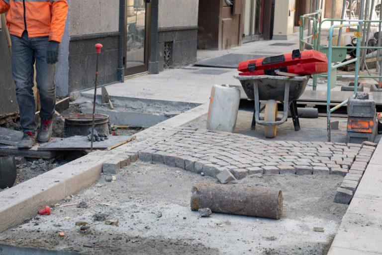 Pose des pavés sur la rue Bailli de Suffren