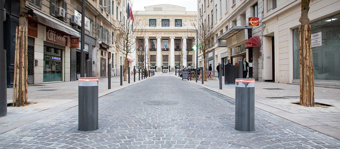 Bornes d'accès à l'aire piétonne quartier de l'Opéra