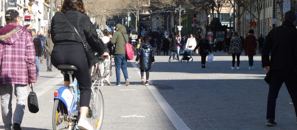 En passant près des passants : La Canebière