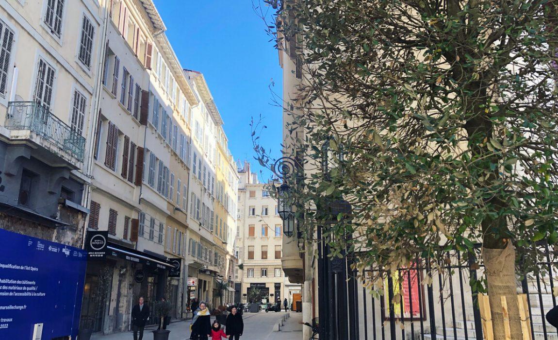 En passant près des passants : quartier de l'Opéra
